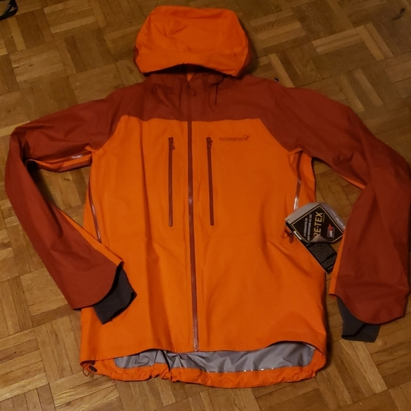 Rain shell or light weight sky jacket